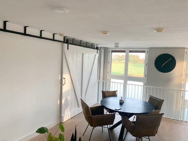 Plafond schuifdeursysteem brede deur