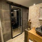 Stalen schuifdeur op badkamer